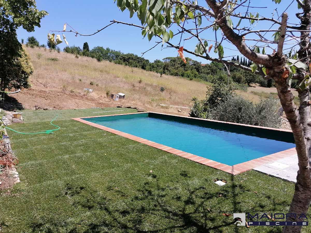 piscina-pietre-cotto-giardino